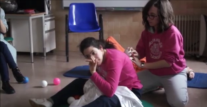 Aplicando un masaje en Fisioterapia