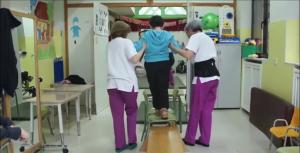 Haciendo ejercicios de fisioterapia